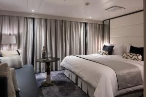 Crystal Esprit Yacht Suite